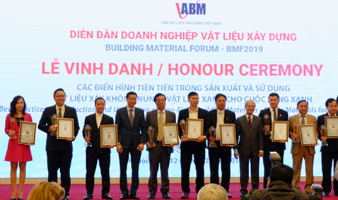 Phan Vu received two important awards at BMF2019